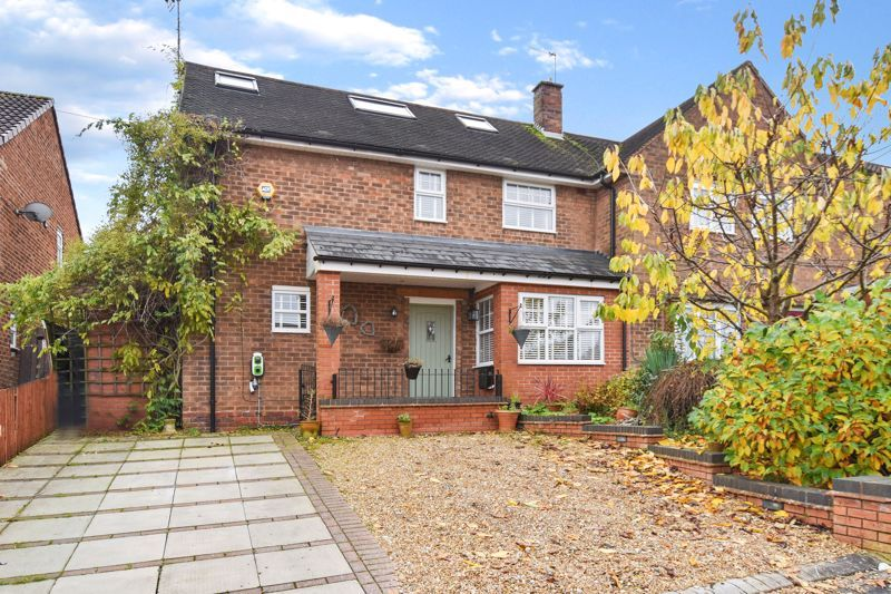 4 bed house for sale in Cornwall Avenue  - Property Image 1