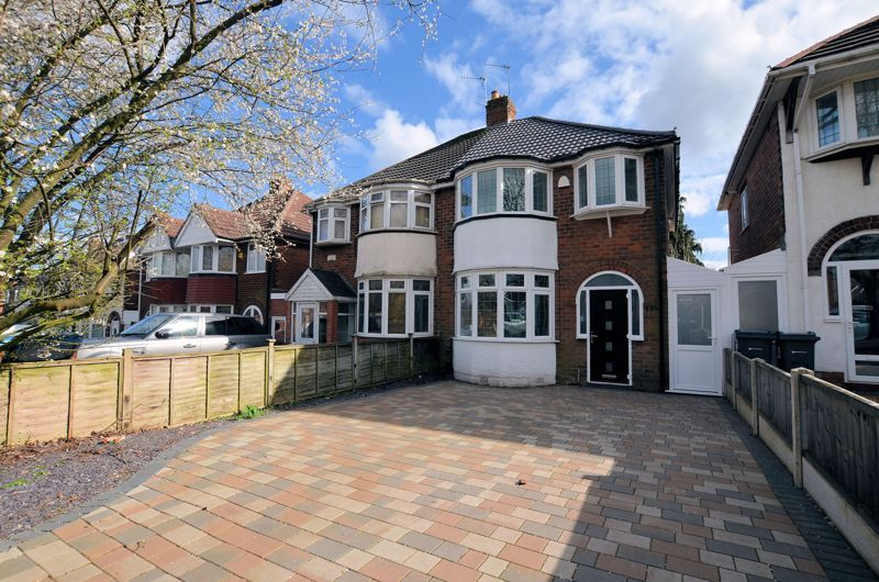 3 bed house for sale in Ridgacre Road - Property Image 1