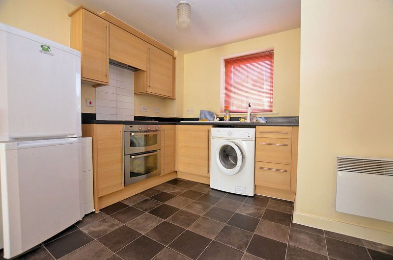 2 bed flat for sale in Kinsey Road 3