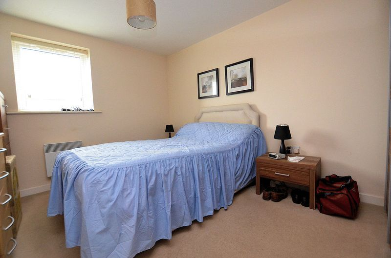2 bed flat for sale in Kinsey Road 4