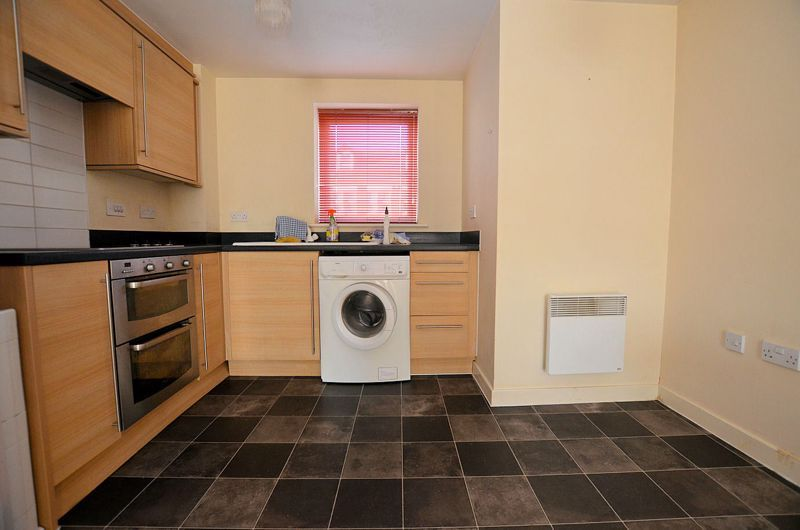 2 bed flat for sale in Kinsey Road 10