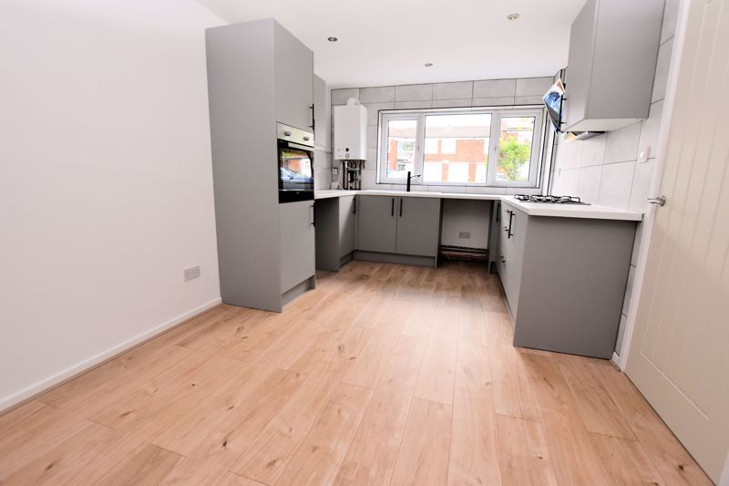 3 bed house for sale in Rutters Meadow  - Property Image 2