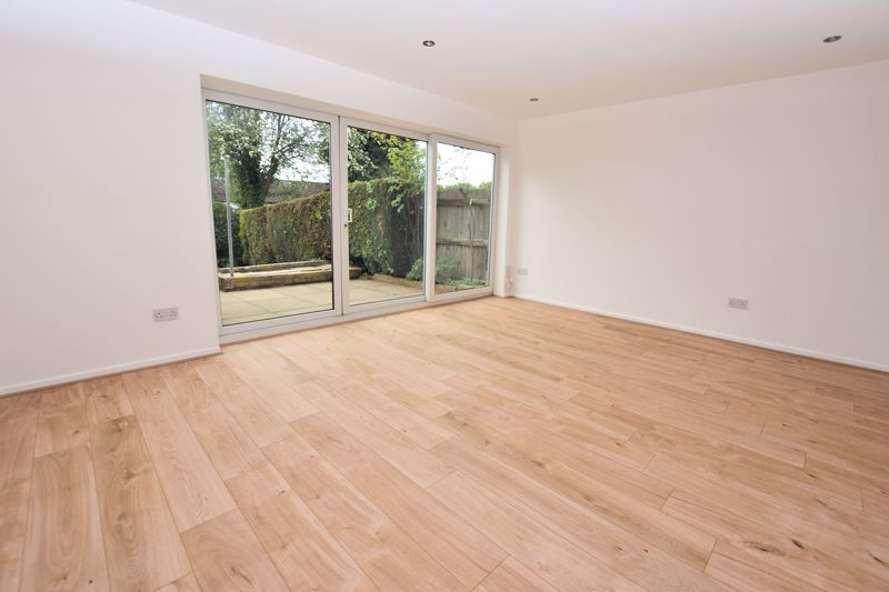 3 bed house for sale in Rutters Meadow  - Property Image 3