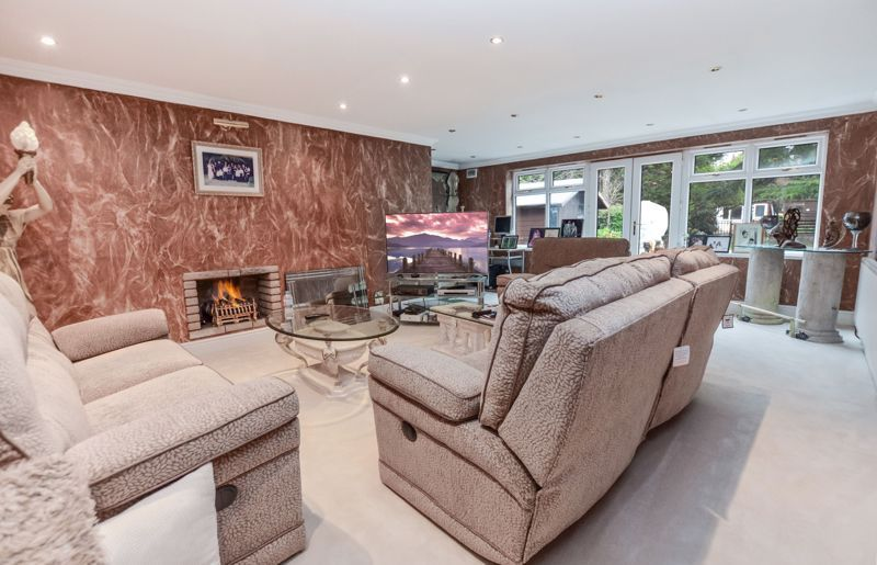 6 bed house for sale in Croftdown Road 2
