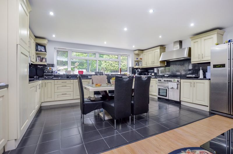 6 bed house for sale in Croftdown Road 3
