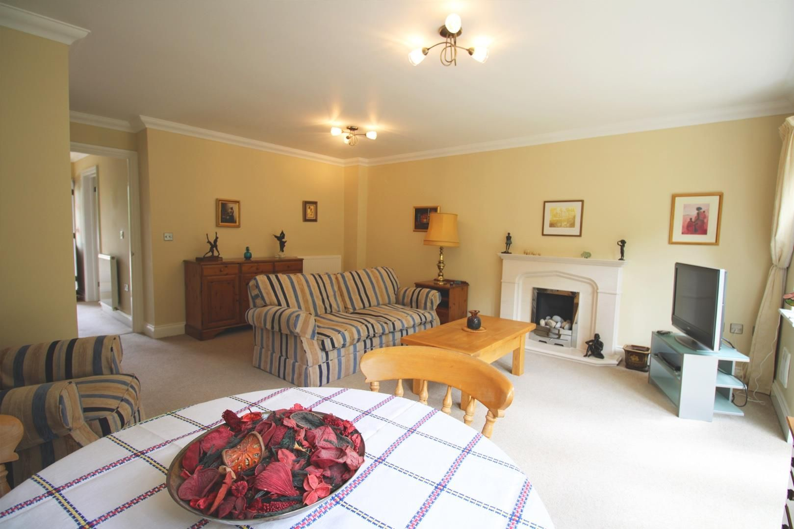 3 bed semi-detached for sale in Warfield 5
