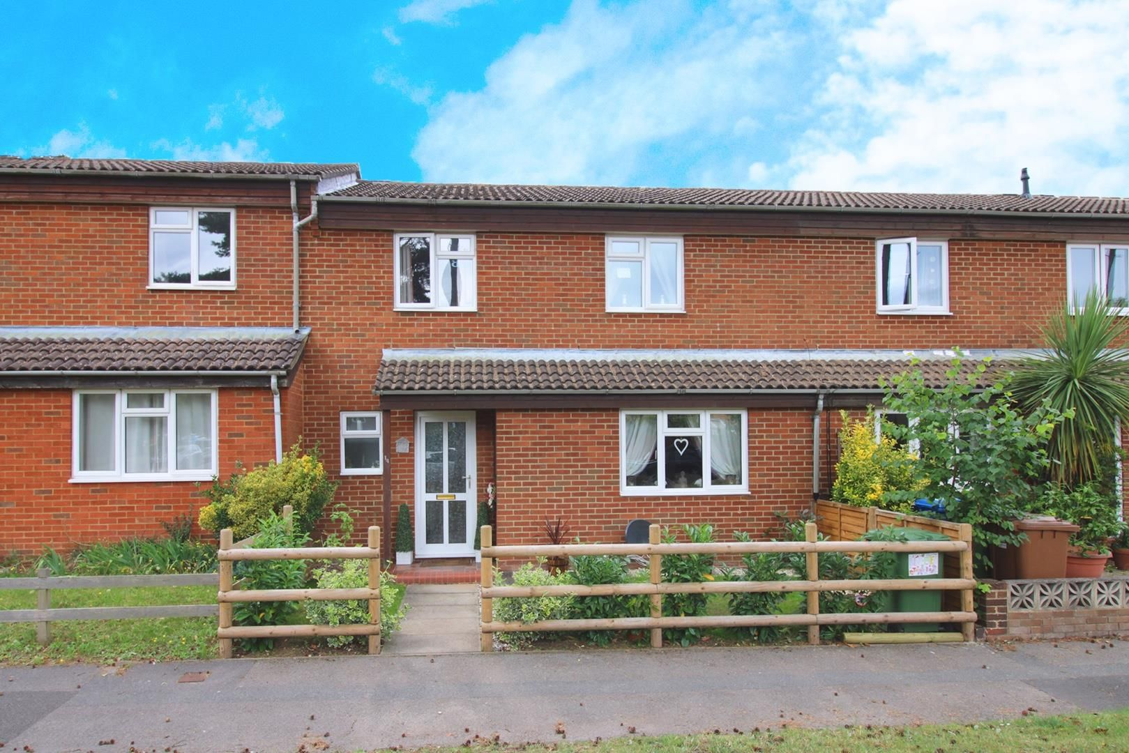3 bed house for sale in Crown Wood - Property Image 1