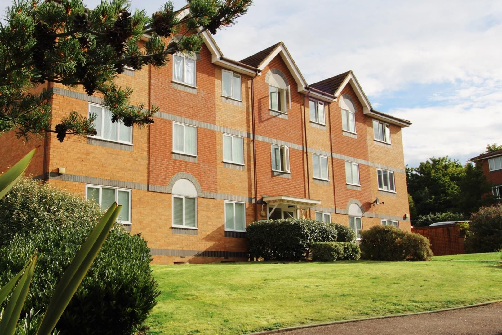 2 bed apartment for sale in Hebbecastle Down - Property Image 1