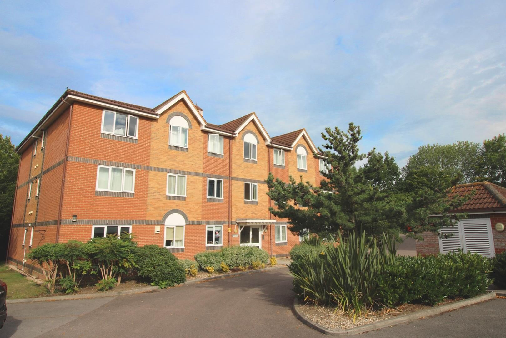 2 bed apartment for sale in Hebbecastle Down 1