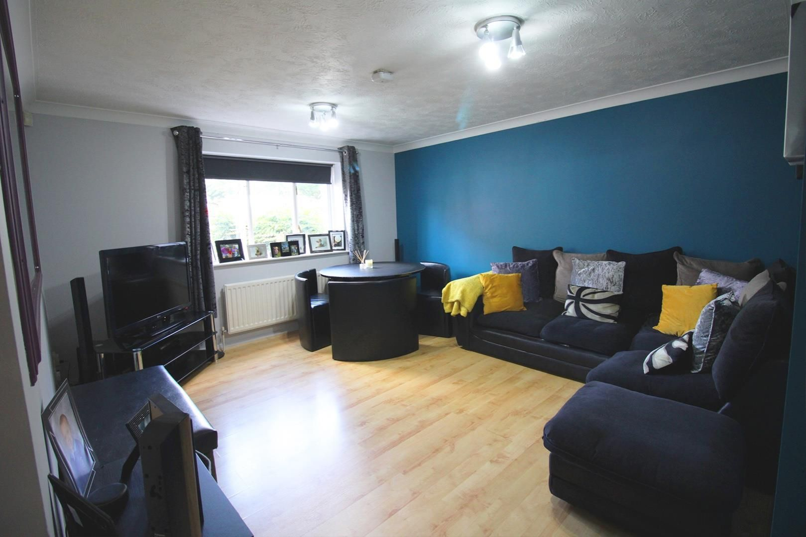 2 bed apartment for sale in Hebbecastle Down 3