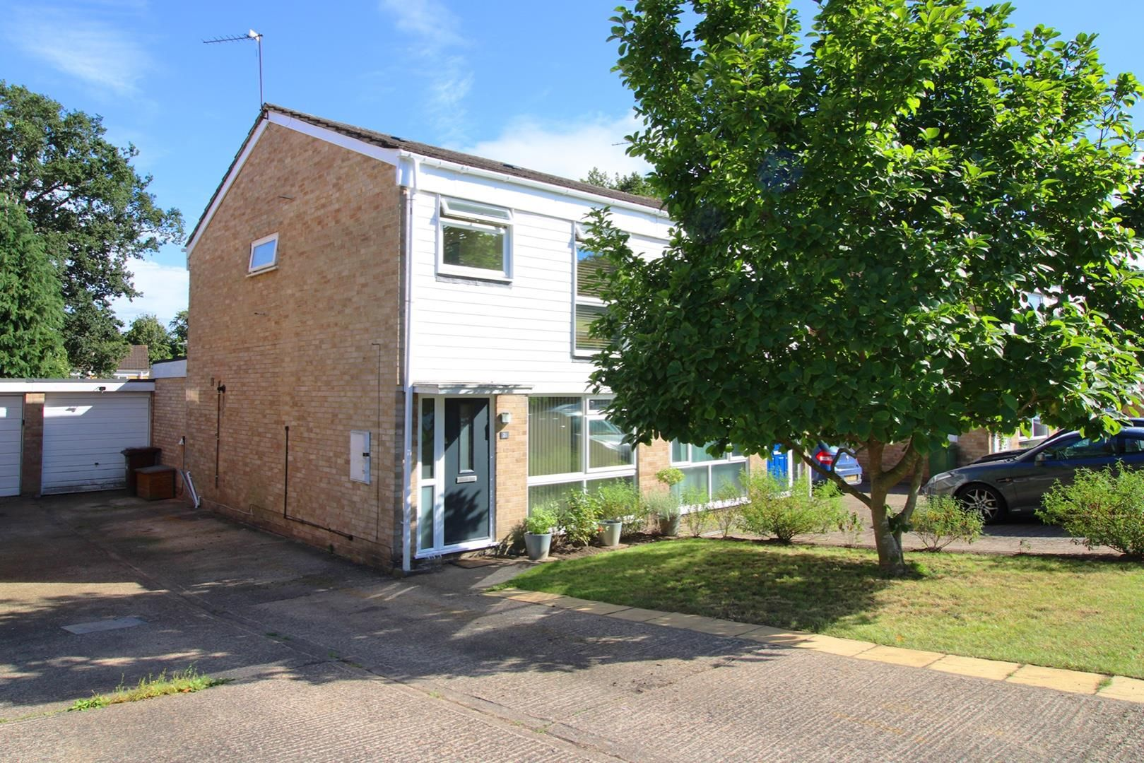 3 bed semi-detached for sale, SL5