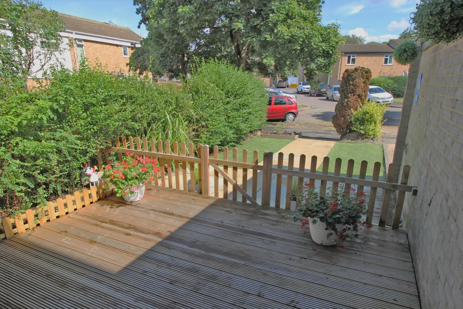 3 bed terraced for sale in Hanworth 2
