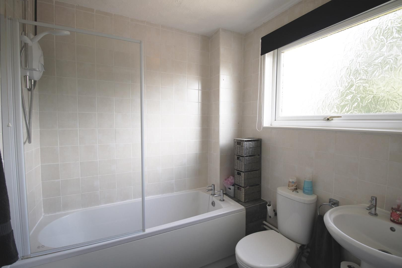 3 bed terraced for sale in Hanworth 4