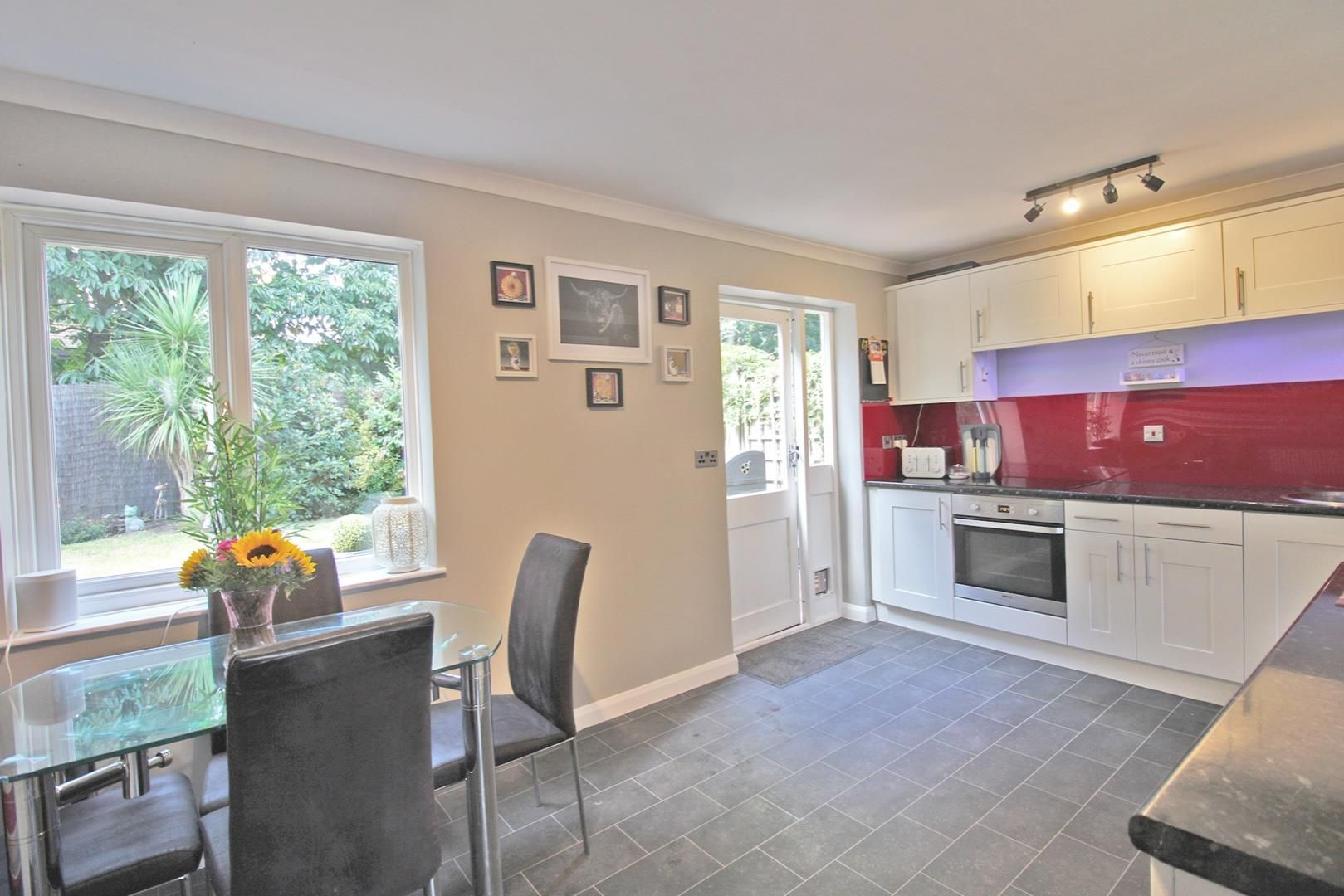 3 bed terraced for sale in Hanworth 6