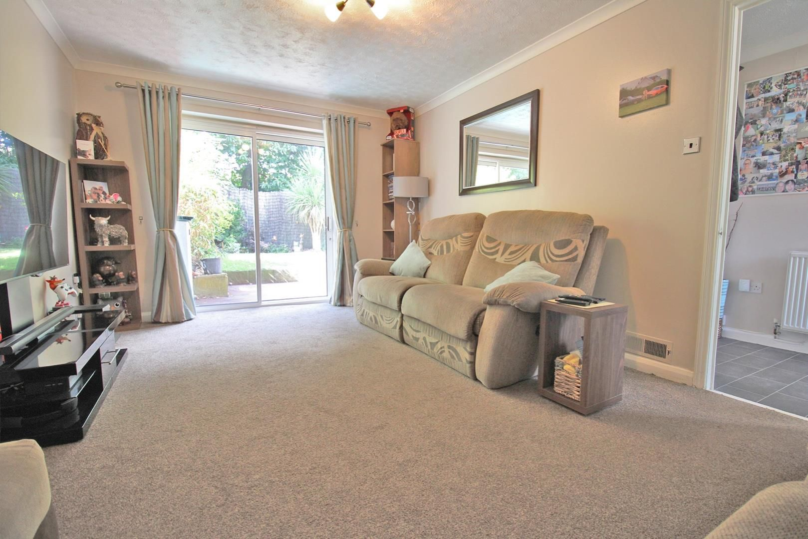 3 bed terraced for sale in Hanworth 7