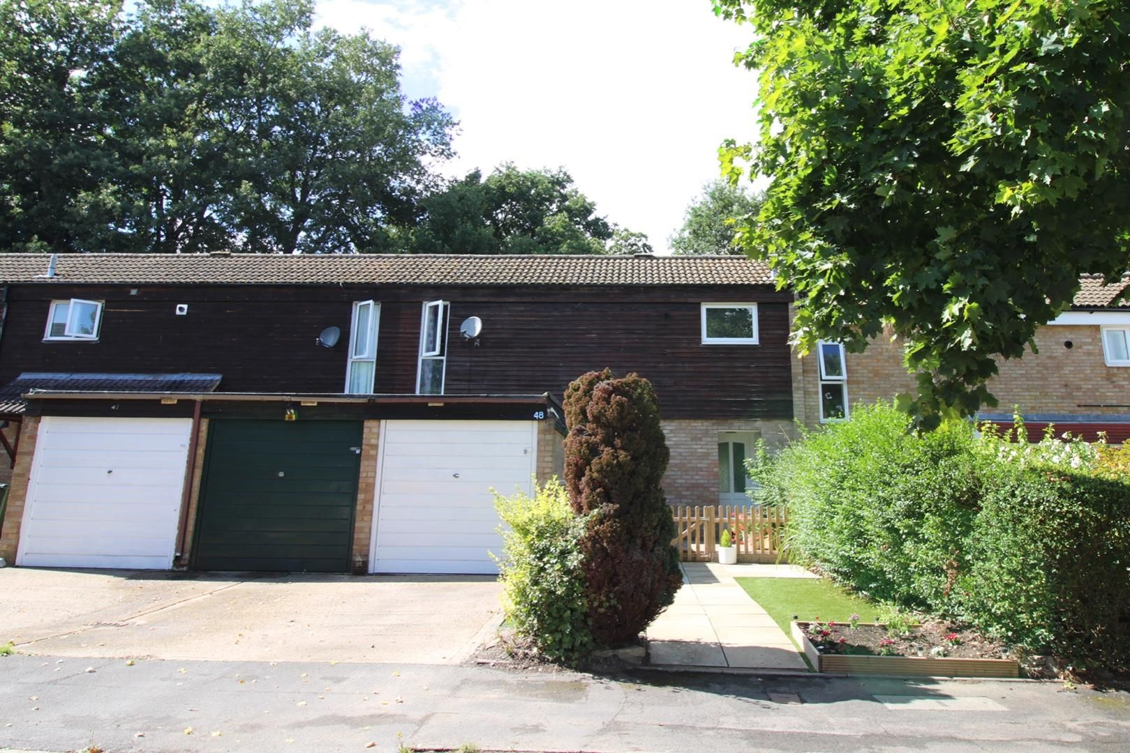 3 bed terraced for sale in Hanworth 9