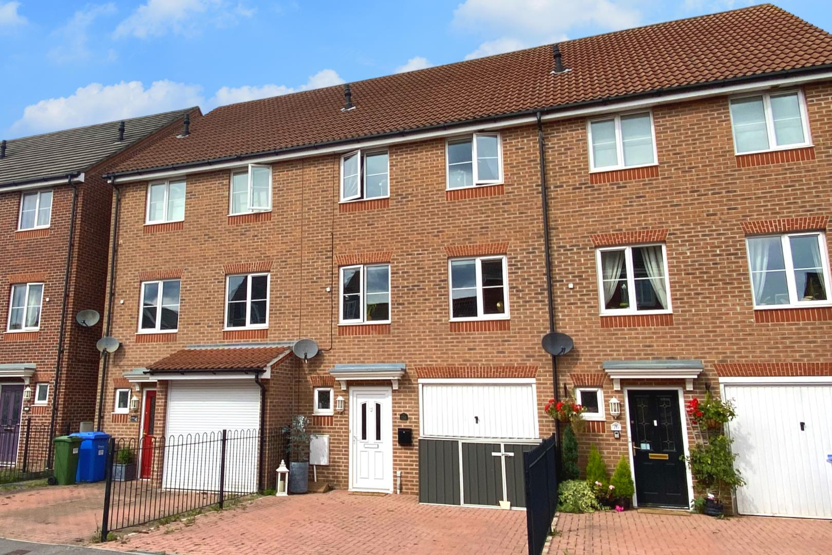 4 bed town house for sale, GU12