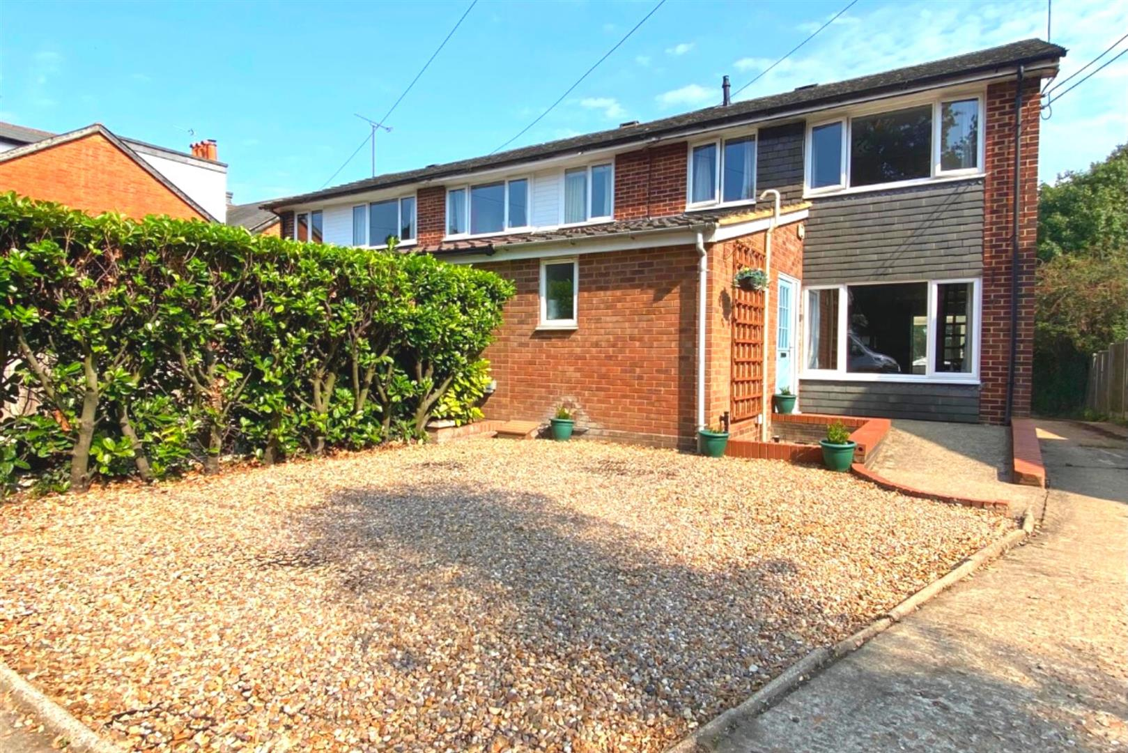3 bed end of terrace for sale in Arborfield Cross, RG2