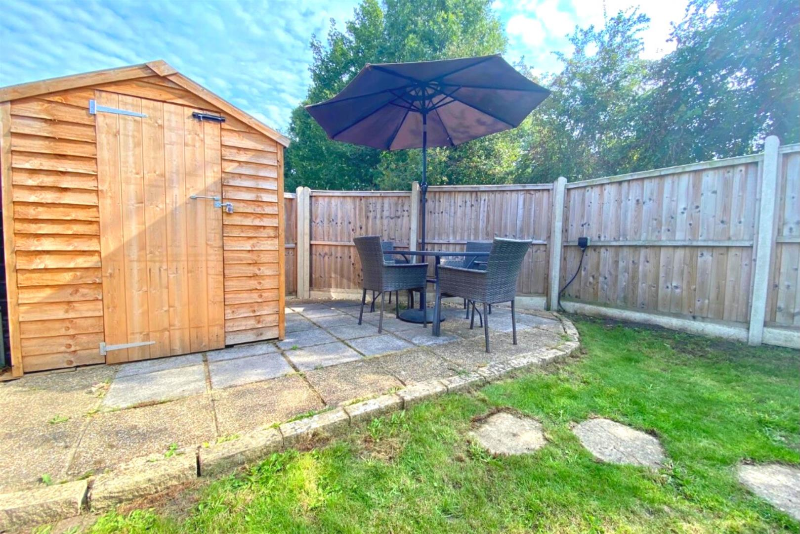 3 bed end of terrace for sale in Arborfield Cross 4