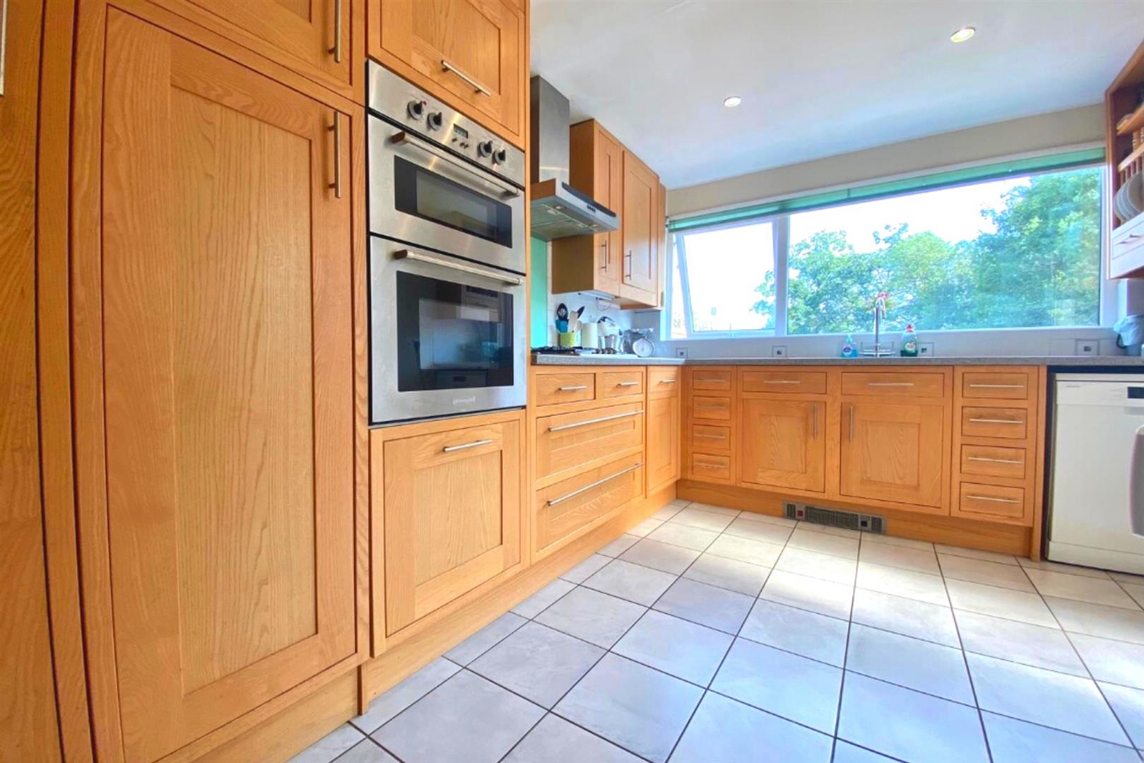 3 bed end of terrace for sale in Arborfield Cross 7