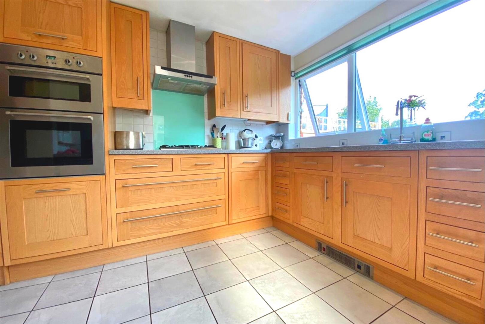3 bed end of terrace for sale in Arborfield Cross 9
