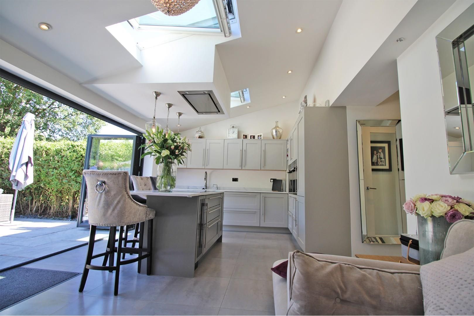 3 bed semi-detached to rent 3
