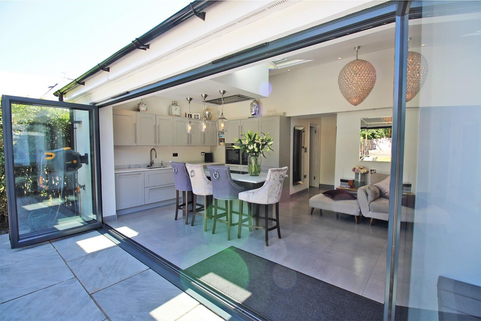 3 bed semi-detached to rent  - Property Image 4