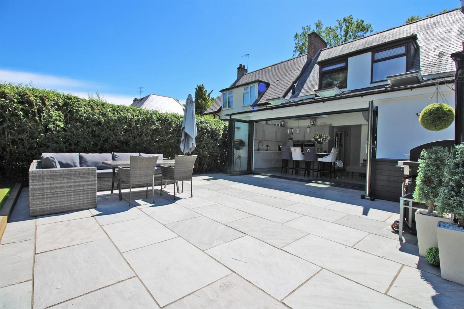 3 bed semi-detached to rent  - Property Image 9