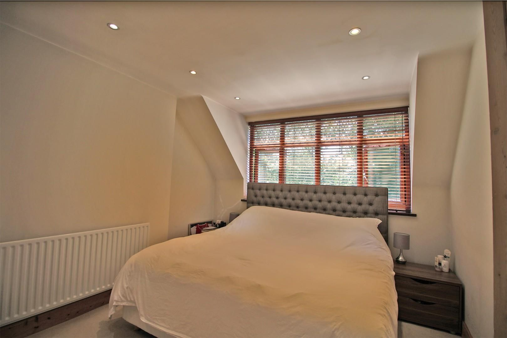 3 bed semi-detached to rent  - Property Image 10