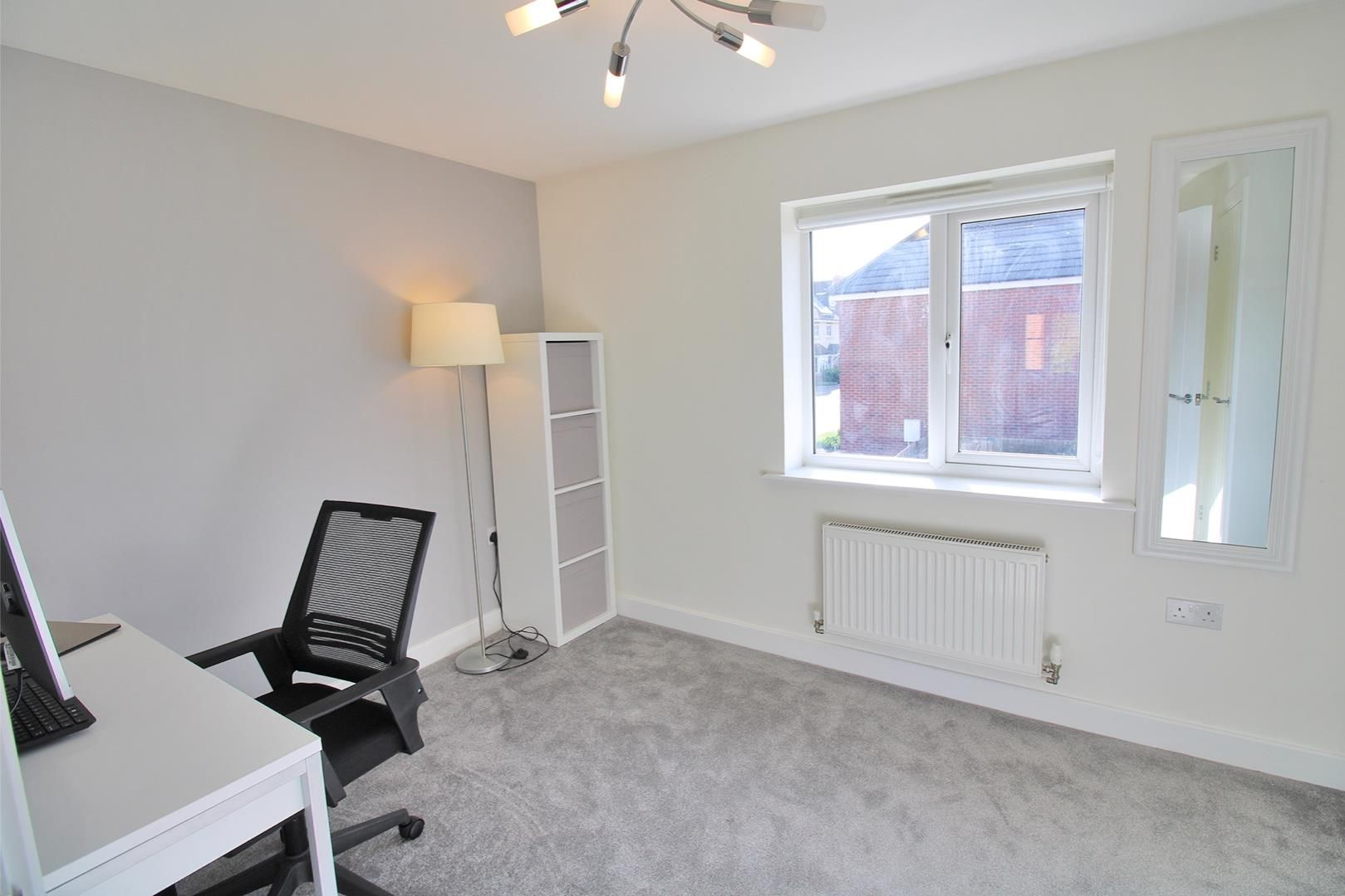 2 bed house for sale in Wykery Copse 8