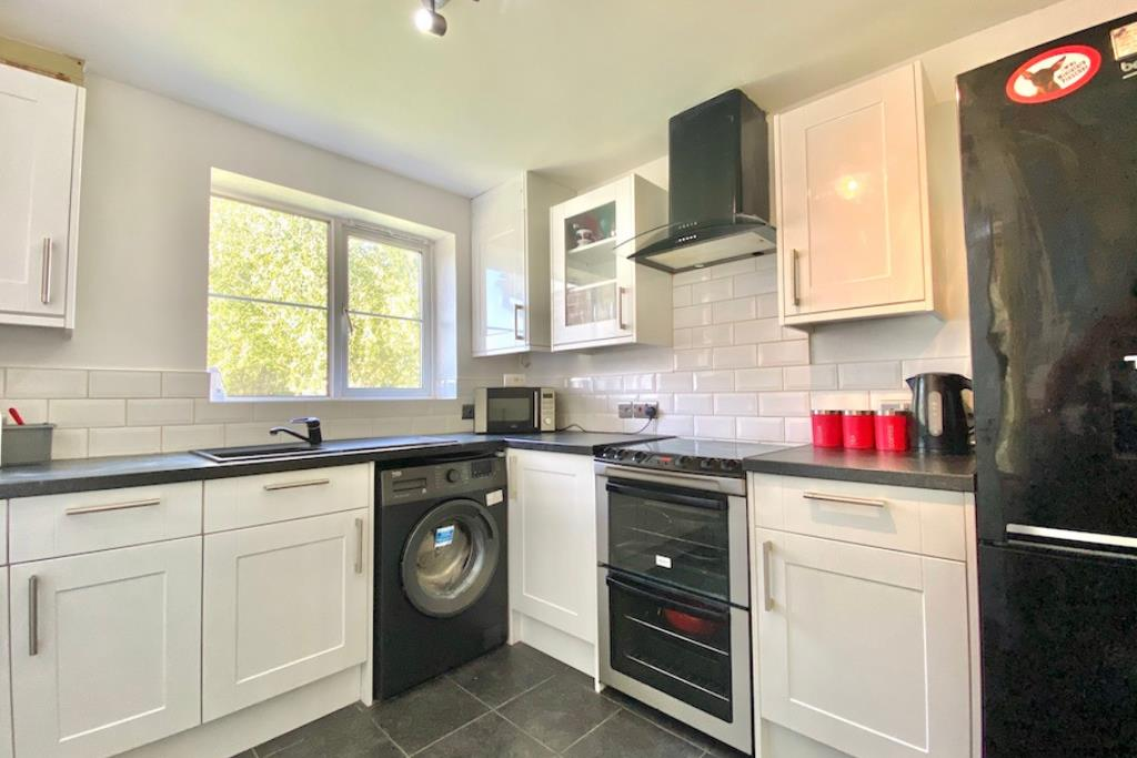 3 bed semi-detached for sale in Shinfield 3