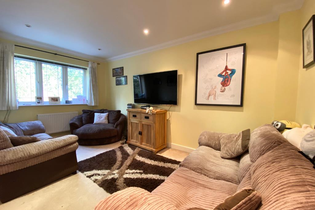 3 bed end of terrace for sale in Earley 2