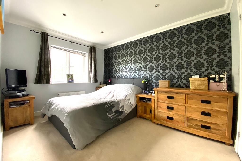 3 bed end of terrace for sale in Earley 3