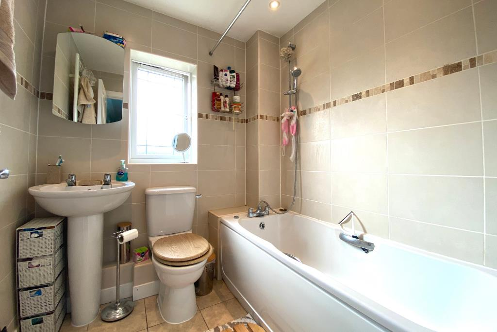 3 bed end of terrace for sale in Earley 4