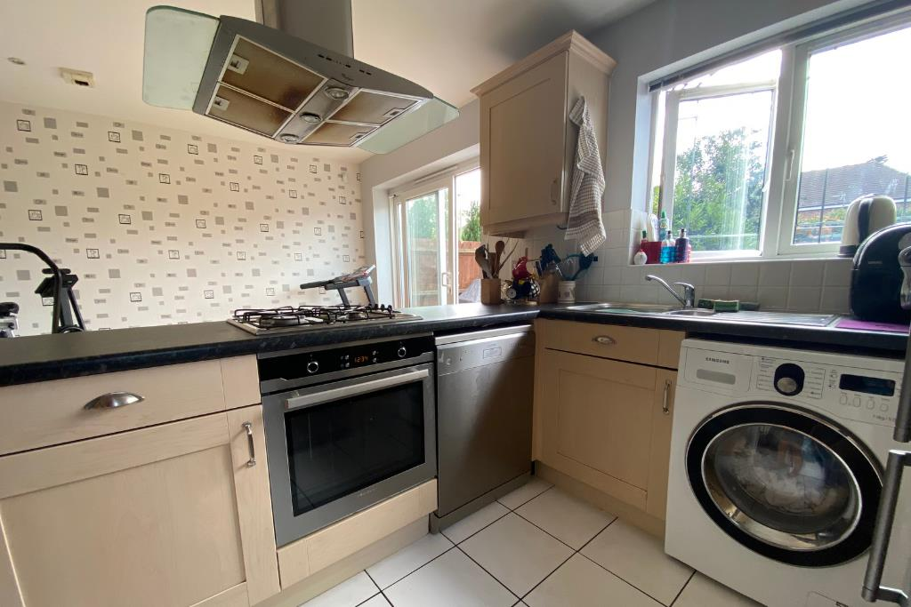 3 bed end of terrace for sale in Earley 5