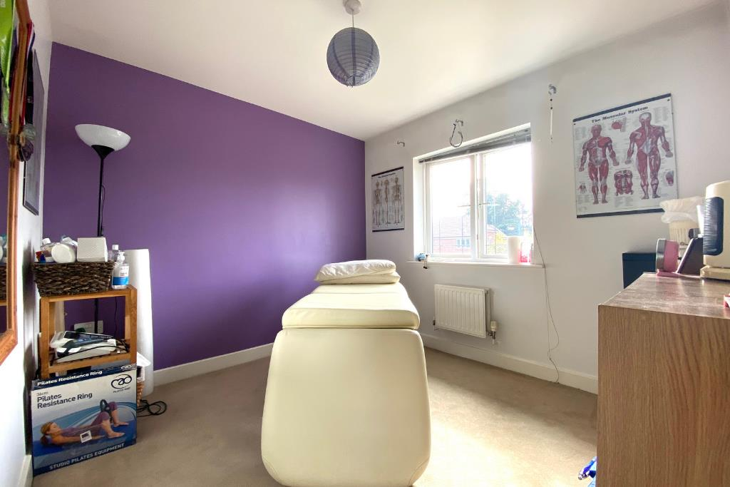 3 bed end of terrace for sale in Earley 6