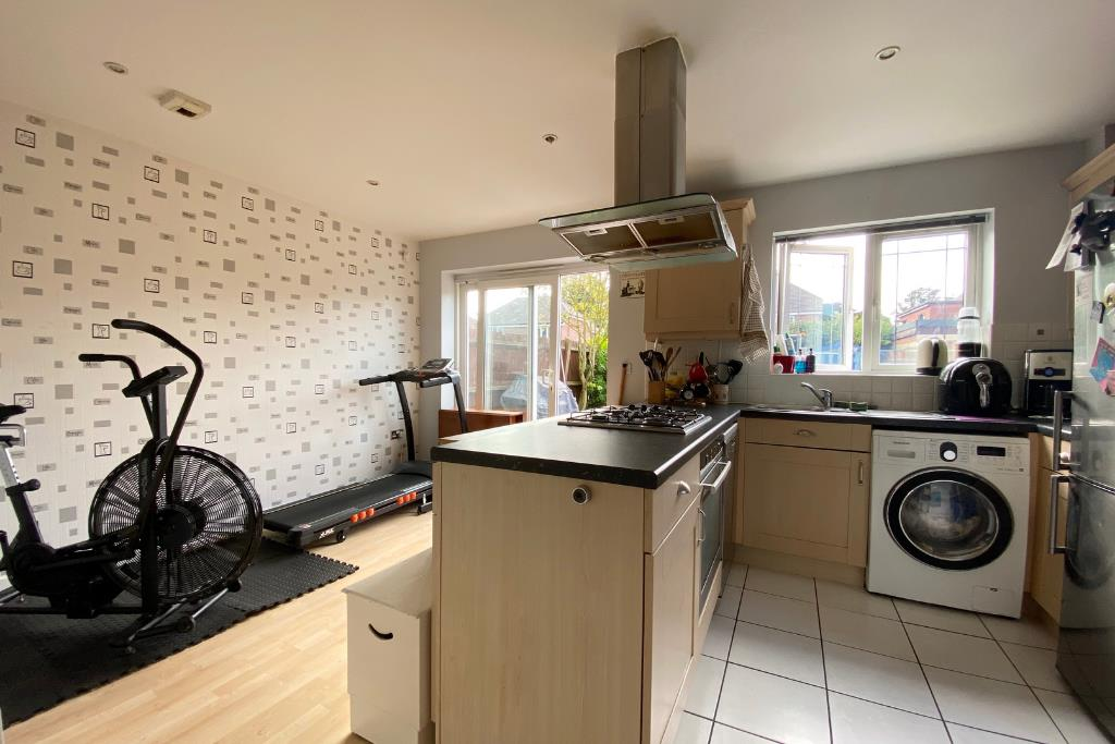 3 bed end of terrace for sale in Earley 7