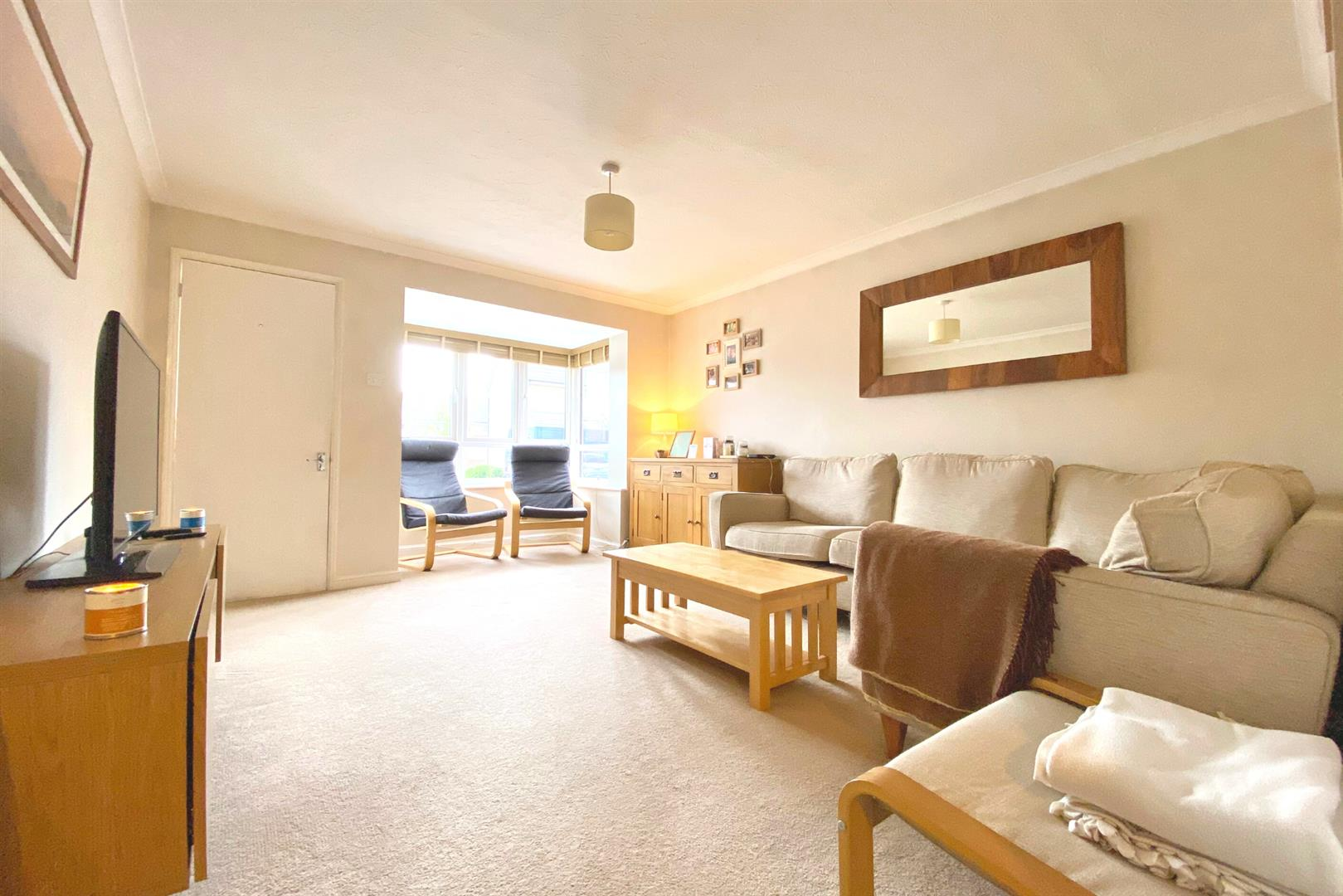 2 bed maisonette for sale in Woodley 2