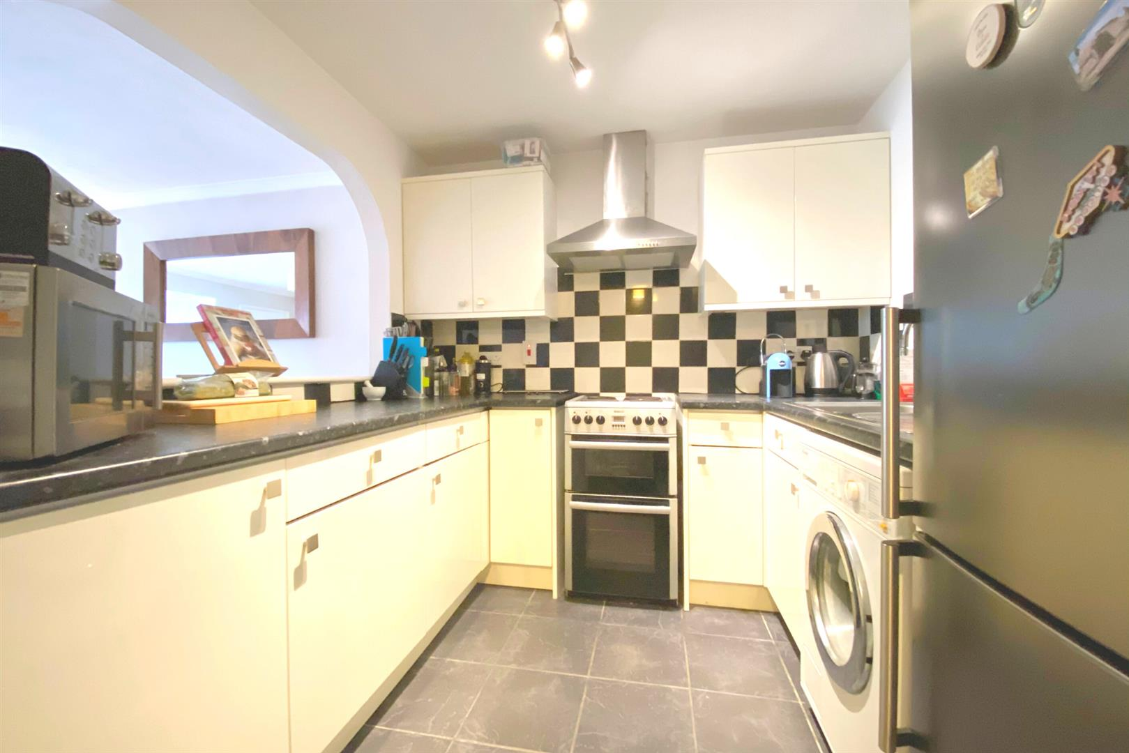 2 bed maisonette for sale in Woodley 5