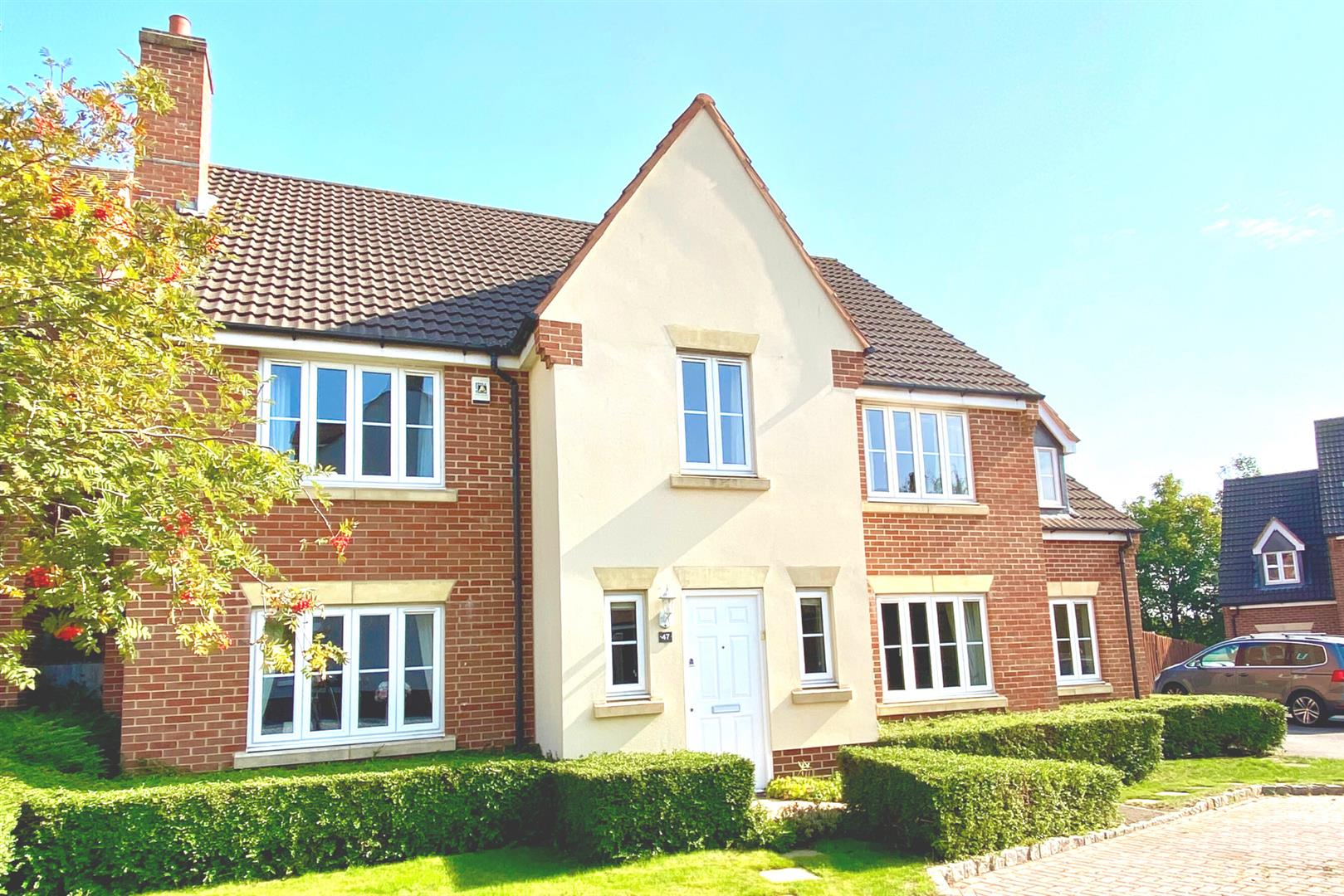 5 bed detached for sale in Shinfield 1