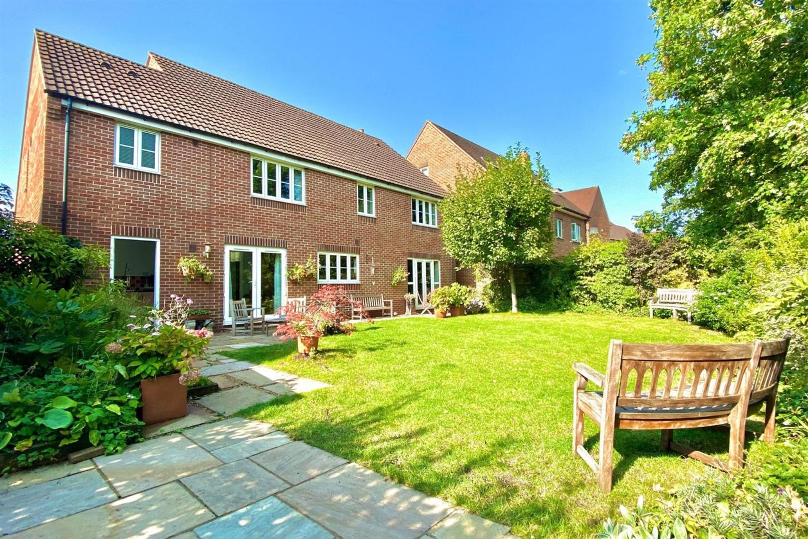 5 bed detached for sale in Shinfield 2