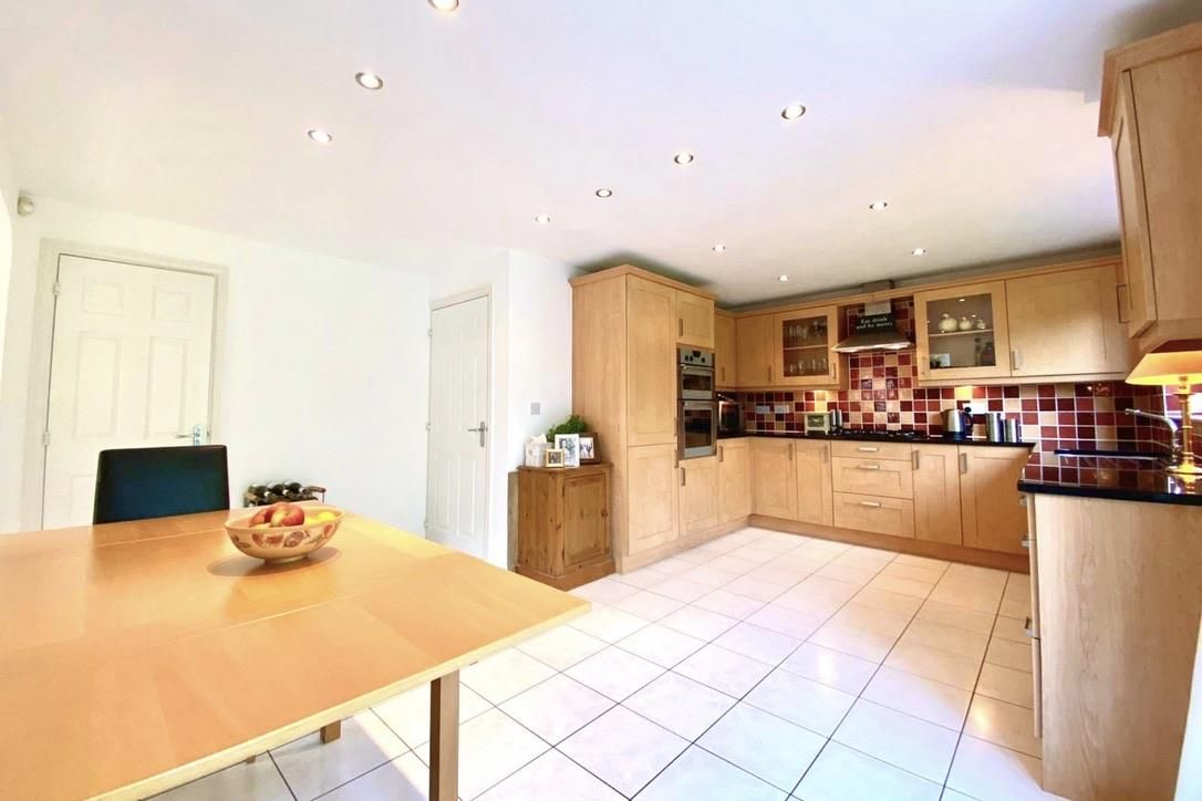 5 bed detached for sale in Shinfield 12