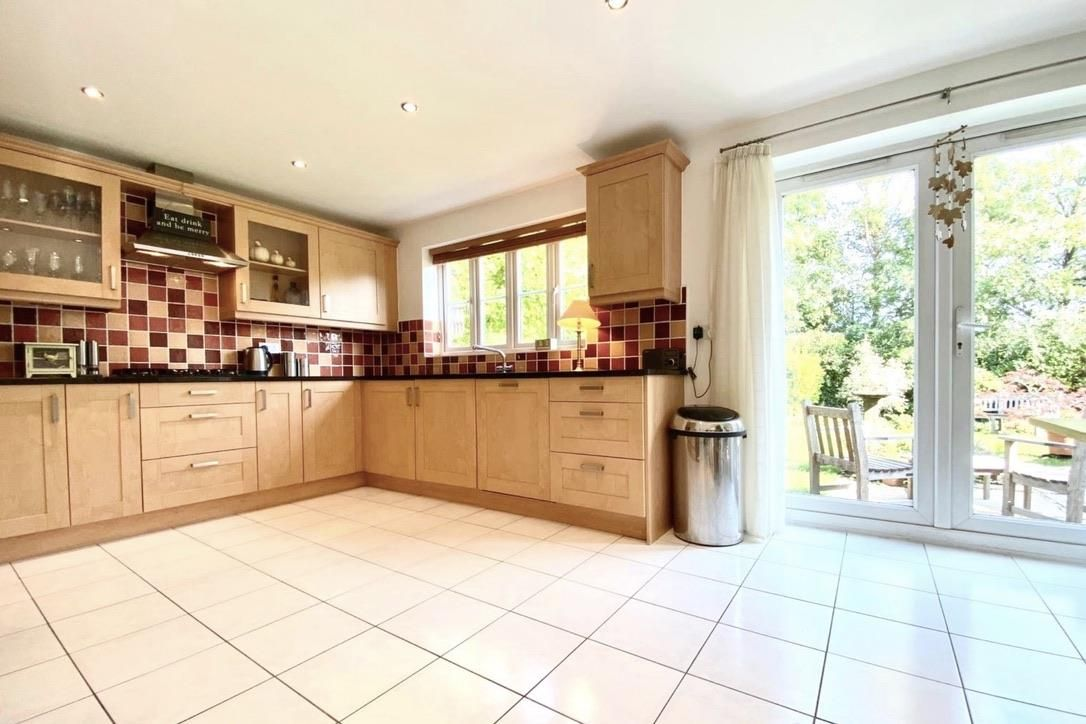 5 bed detached for sale in Shinfield 5