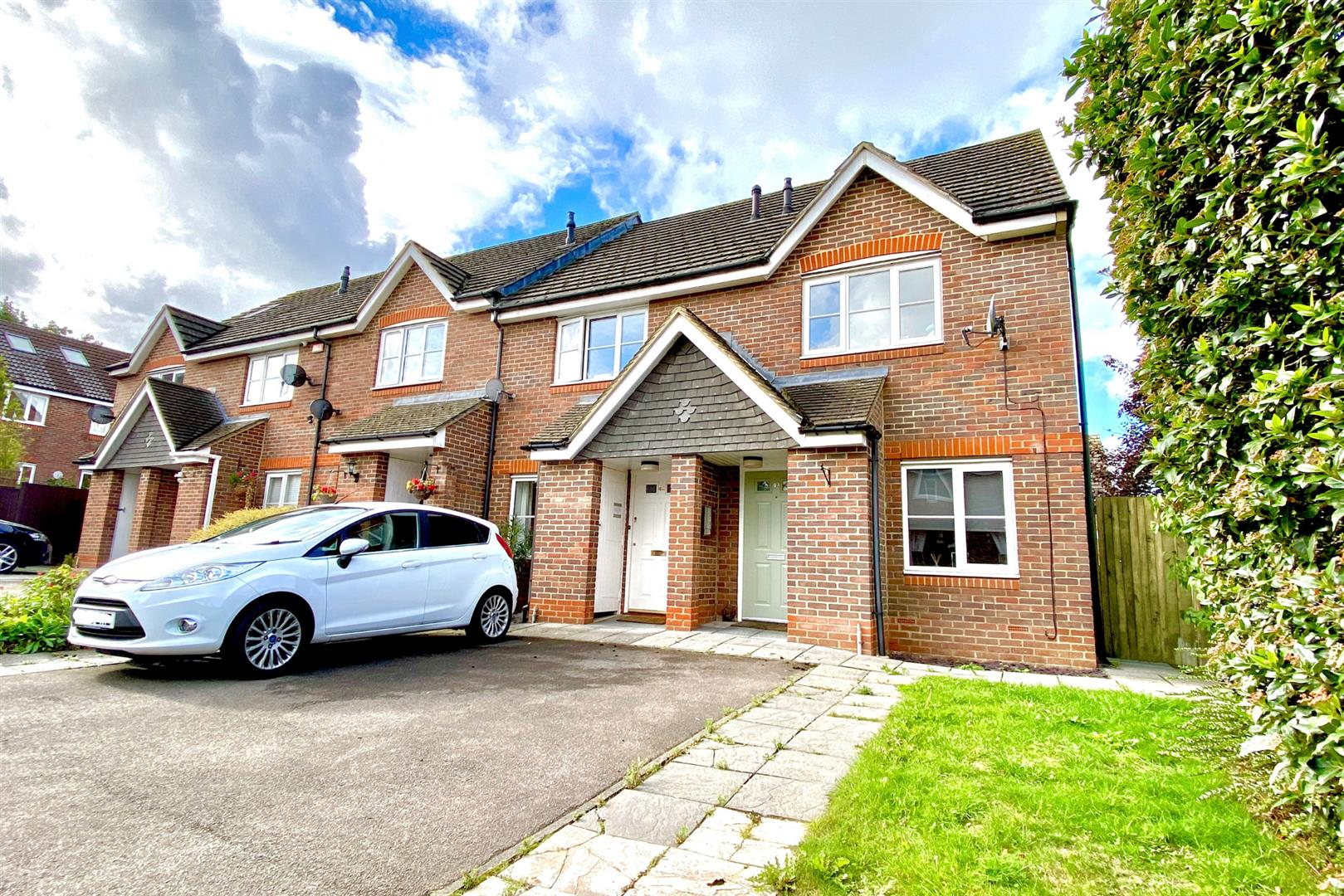 2 bed end of terrace for sale in Three Mile Cross - Property Image 1