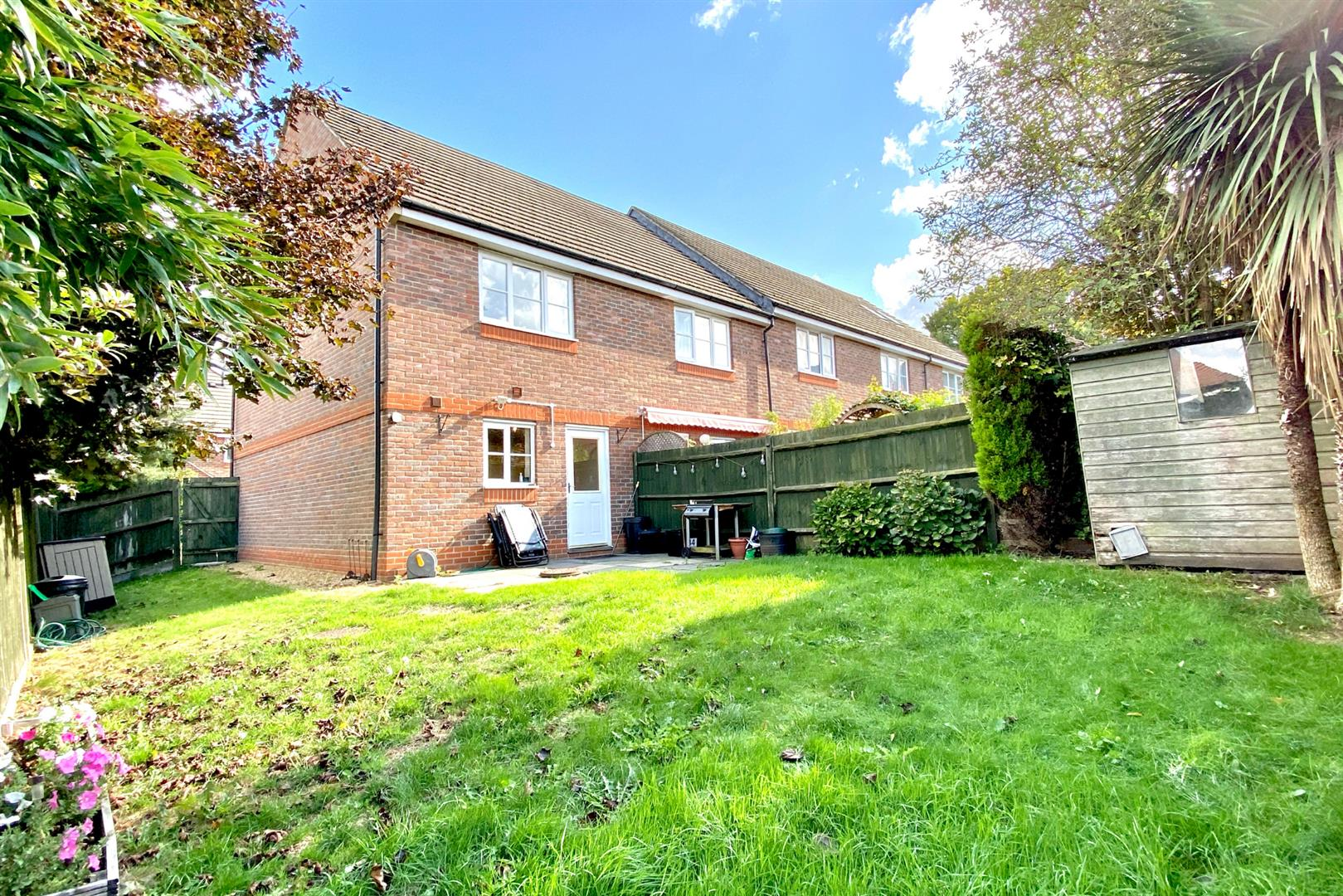 2 bed end of terrace for sale in Three Mile Cross  - Property Image 2