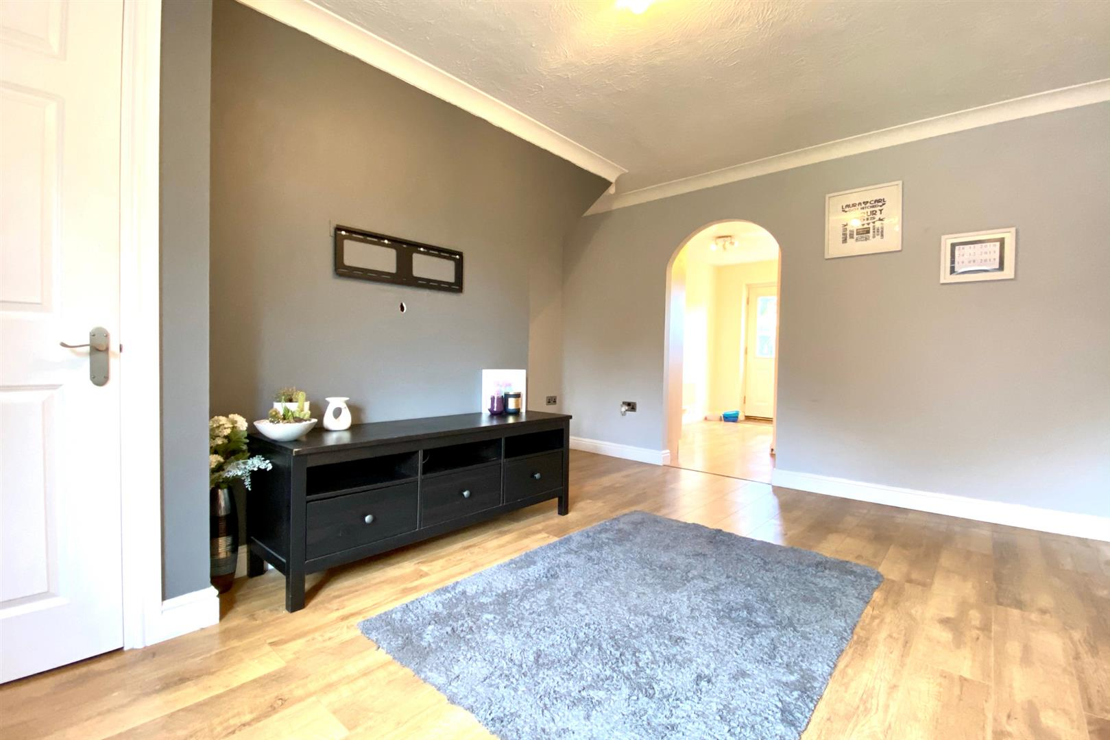 2 bed end of terrace for sale in Three Mile Cross 11