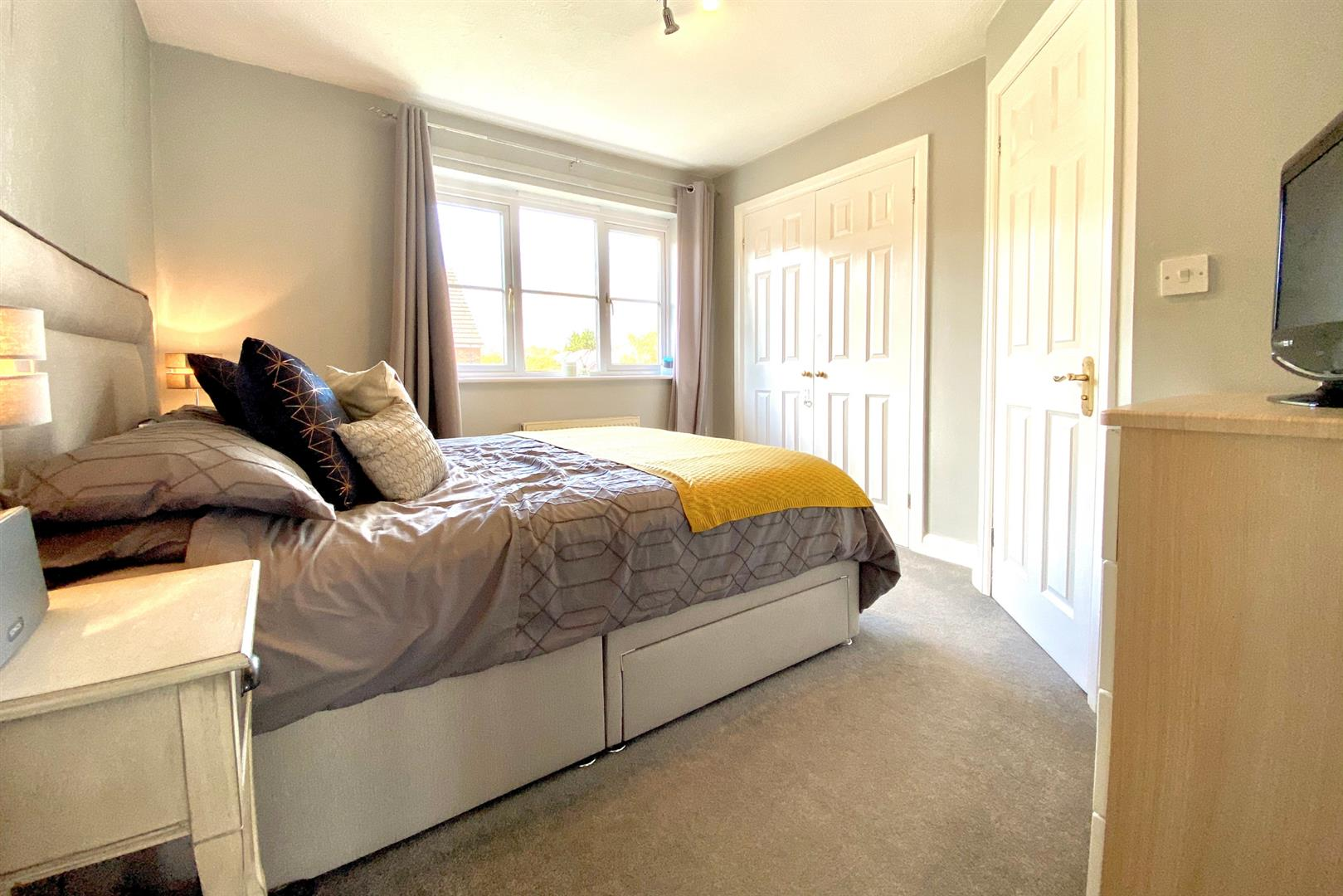 2 bed end of terrace for sale in Three Mile Cross 3