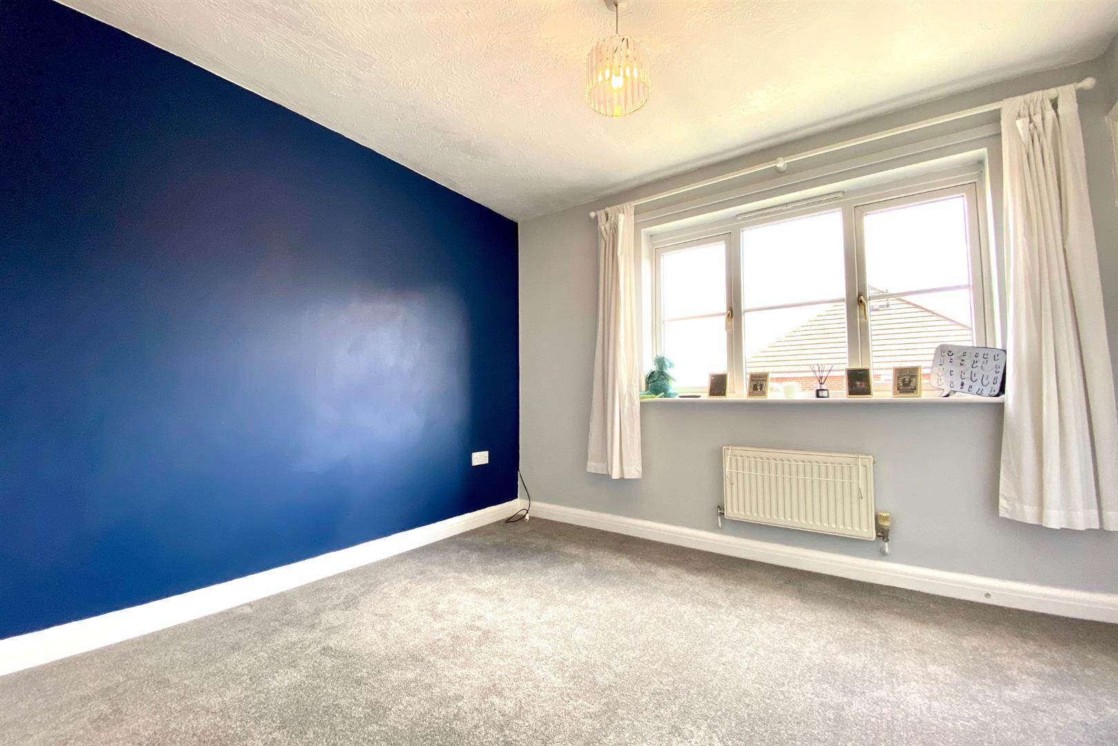 2 bed end of terrace for sale in Three Mile Cross 7