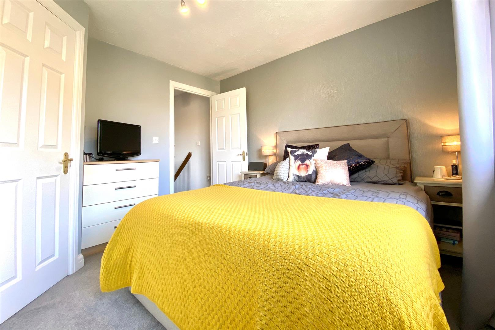 2 bed end of terrace for sale in Three Mile Cross 8