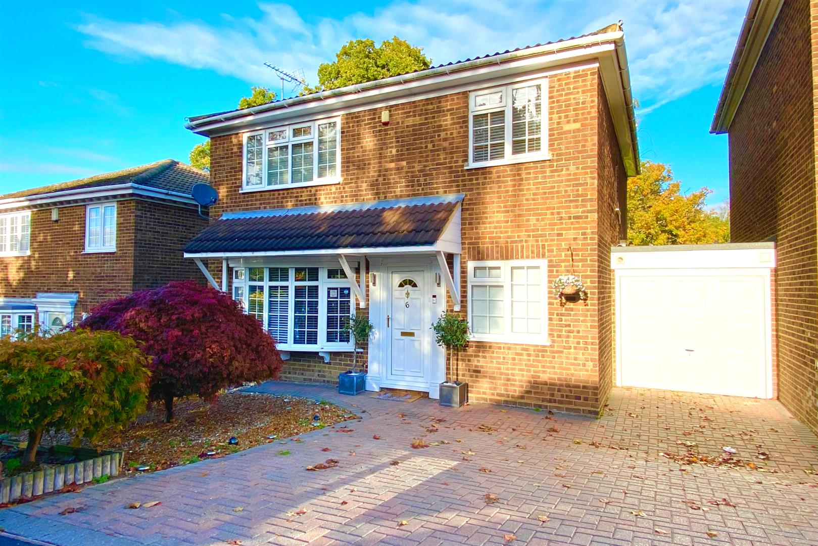 4 bed link detached house for sale in Finchampstead  - Property Image 1